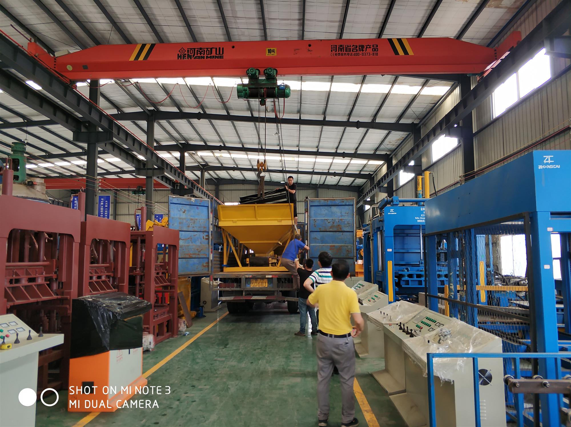 国内发货山西客户QTY10-15型液压全自动砌块成型机