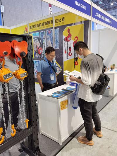 重庆凯荣正在如火如荼地参加第三十五届中国国际博览会