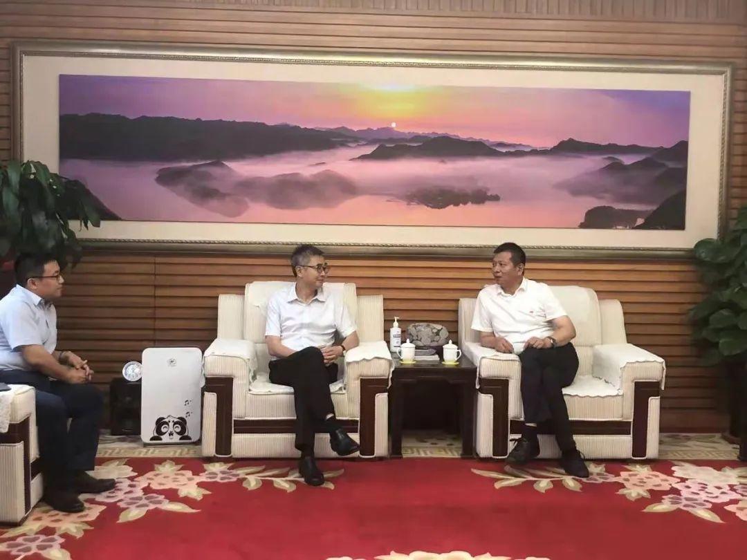 平谷区区长吴小杰与启迪控股党委书记李志强就深化科技创新合作进行会谈
