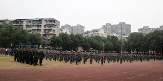 我校2020級新生軍訓結營儀式暨開學典禮隆重舉行