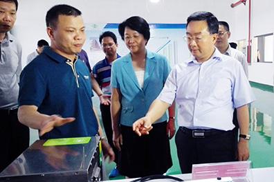广西自治区党委常委兼常务副主席唐仁健莅临广西万博手机版登录调研