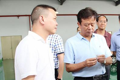 广西自治区工信委组书记兼主任束华莅临广西万博手机版登录调研