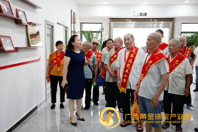 """贺州市平桂区举行""""光荣在党50年""""纪念章颁发仪式"""