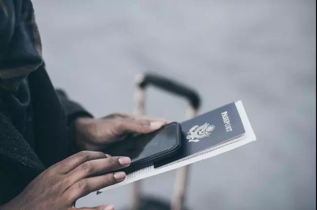 注意!驻英使领馆办理护照旅行证,本周启用移动设备在线预约