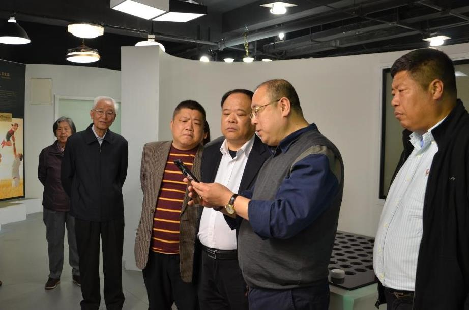 中国海军装备部一行携中央党校北京分院院长莅临万博足彩app光电
