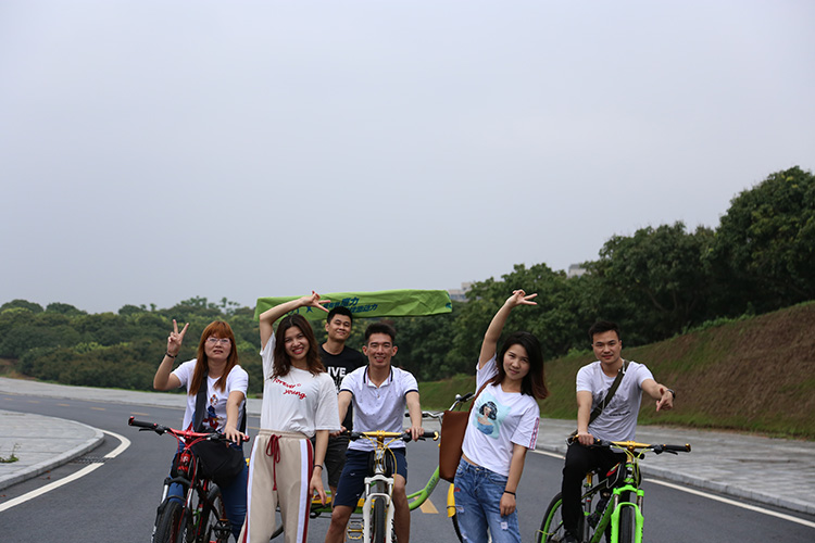 Anet Sales department rides to go outing