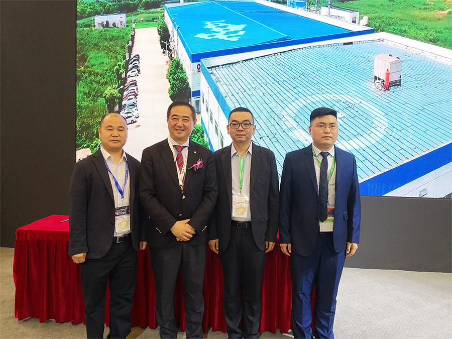 博阳新能与中建材在SNEC展览会