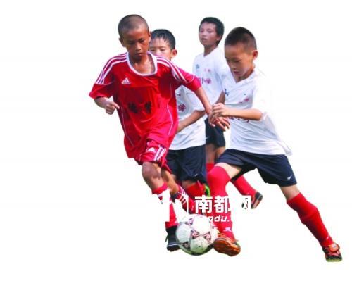 闻案说法 | 踢球时撞人受伤 男孩能否索赔