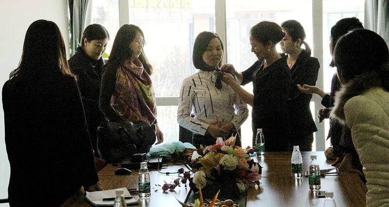 完美微笑-孵化广场组织女性职业礼仪沙龙活动