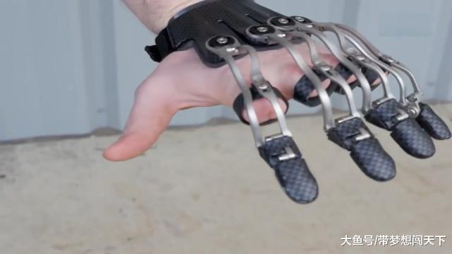 新型3D打印手指, 能切菜系扣子, 用起来和真手指一样!