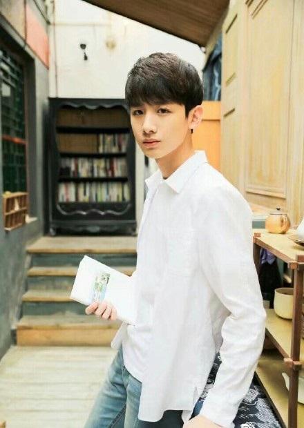 男生穿白衬衫有多帅?