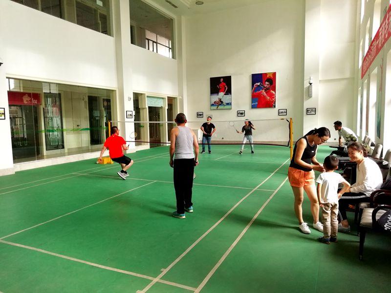 甘肃国通公司定期组织员工开展羽毛球、乒乓球健身活动