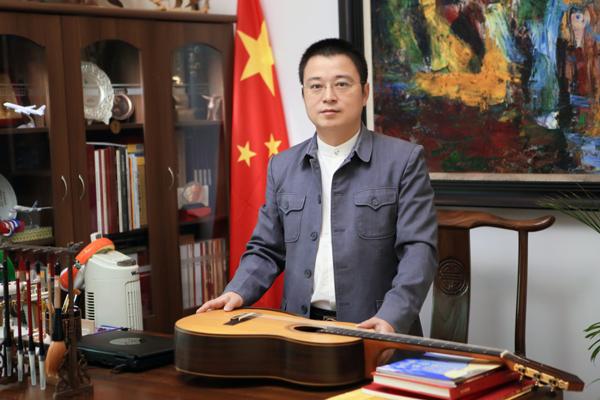 主席团委员:吴连群