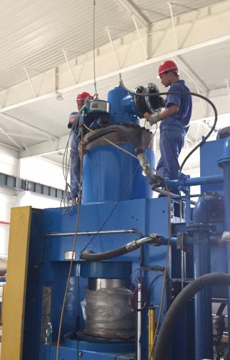 拜尔工程技术服务公司服务于某纸业集团压机检修