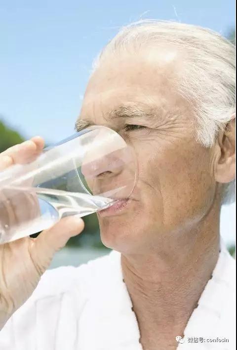 高尿酸多喝水管用吗?专家给出的6点建议!