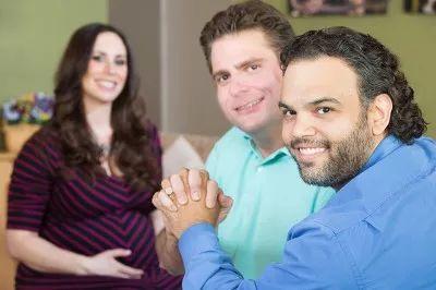 美国试管婴儿助力同性生育,爱情与果实亦可兼得!