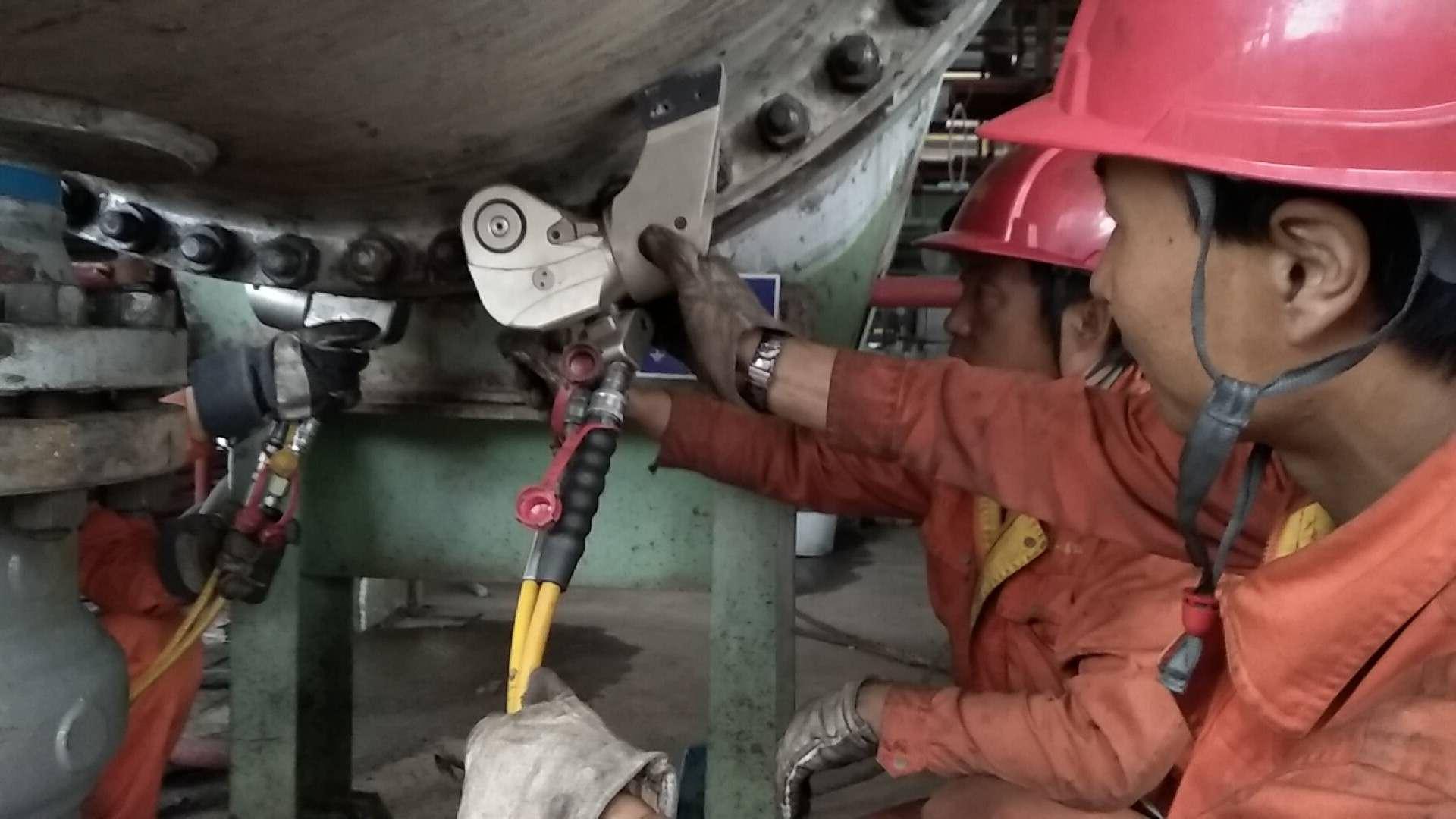 加氢裂化脱气塔顶水冷器液压扳手工程服务