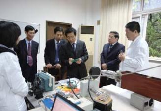 2011年,中钢集团总裁贾宝军、中钢股份副总经理刘安栋来我院视察指导工作