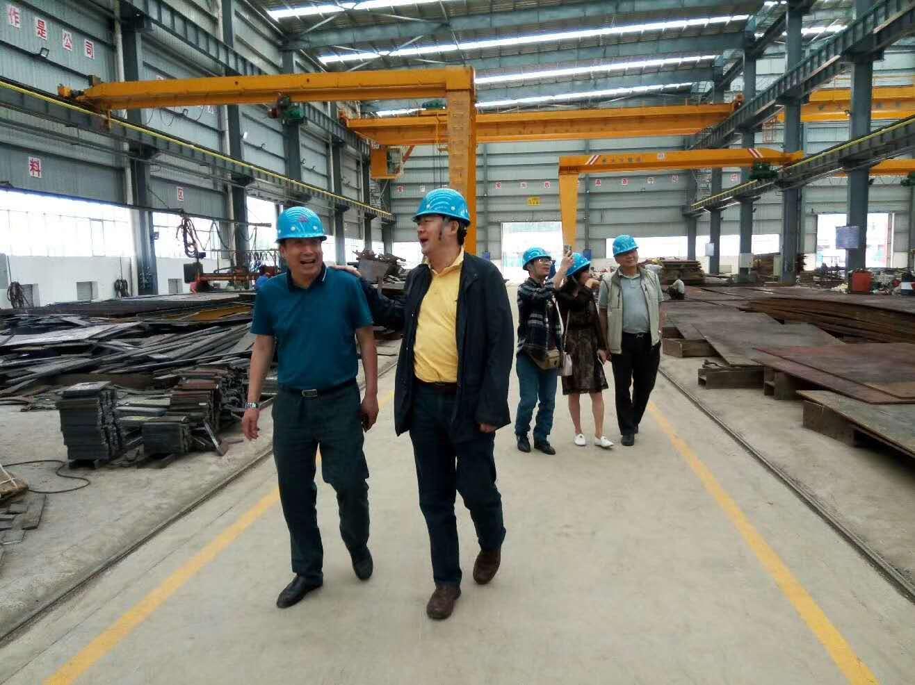 热烈欢迎昆明市第三建设公司杨总携其员工莅临易门新厂参观指导