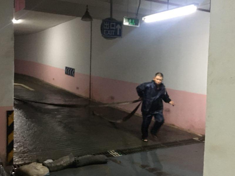 深圳市华浩源管理处抗暴雨实录