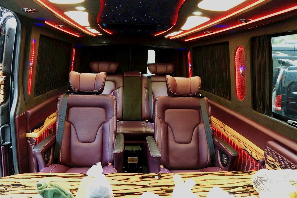 奔驰|斯宾特7座商务房车紫色个性化定制