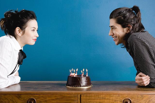 热恋期的女朋友生日快到了,如何给她准备一个浪漫生日惊喜?