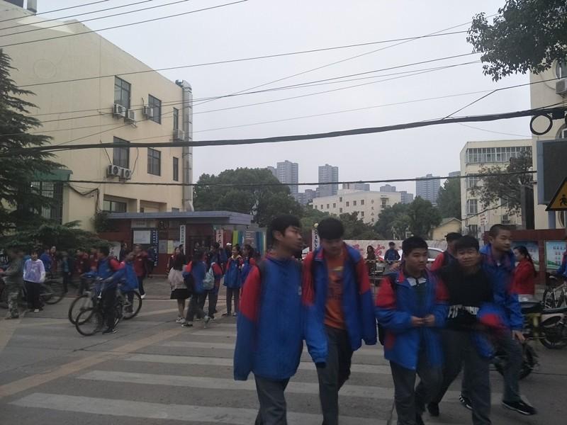 学校旁临街门面空转/无转让费