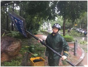 """向抗击台风""""山竹""""的英雄们致敬"""