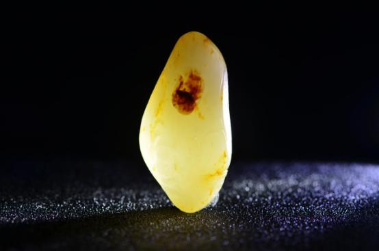 有关和田籽料的产出和皮色