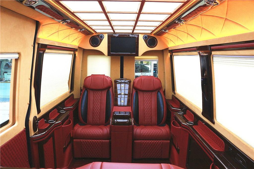 奔驰|斯宾特总裁版4座酒红加黑商务房车