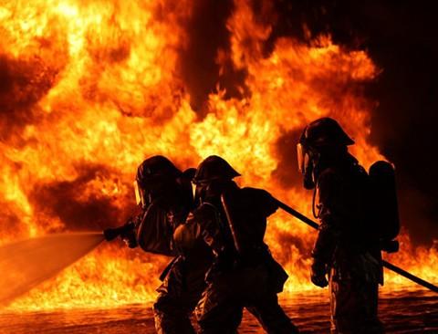 郑州市夜查电动车雷电竞官方网站安全 81个检查组发现隐患589处