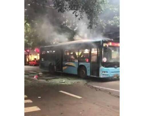 (转)四川乐山一公交车发生爆炸致17人受伤 爆炸原因正在调查