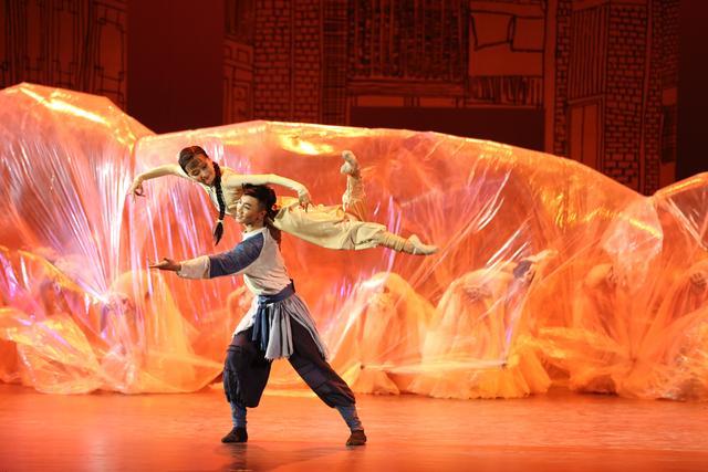 北京演艺专修学院大型原创舞剧《金蝉塑与糖人宝》首演大获成功