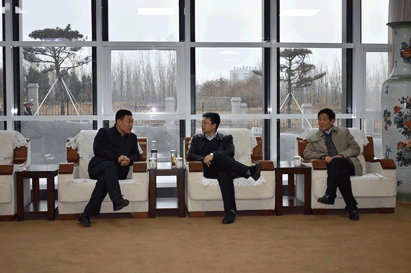 左总(左一)、马海田处长(中)、刘兆普教授(右一)