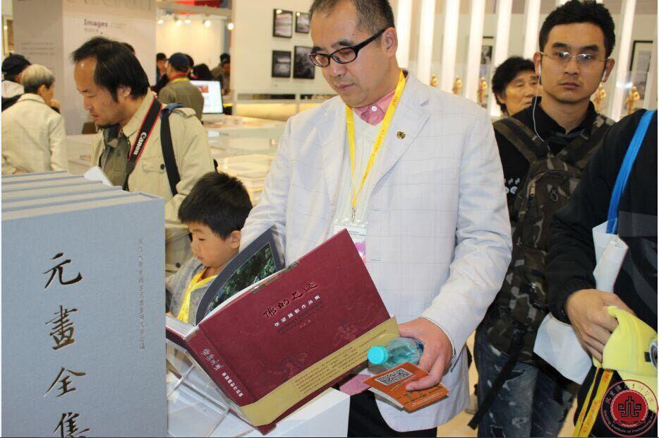 唐武主任携手文管众学子,共观文化创意产业博览会
