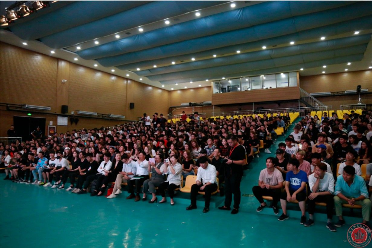 香港著名演员、歌手溫兆倫被聘为我院客座教授