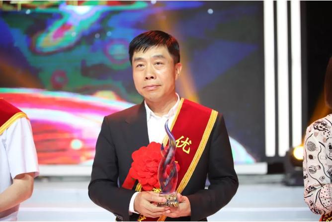 """吴一坚荣获西安市高新区""""优秀建设者""""荣誉称号"""