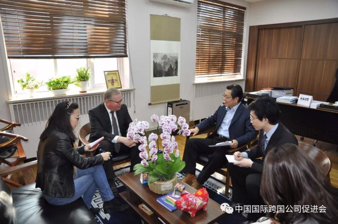 张笑宇常务副会长与联合国驻华协调员罗世礼先生进行座谈