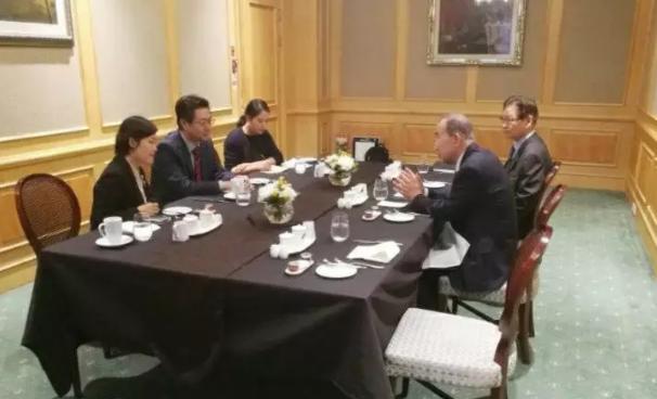 中国国际跨国公司促进会常务副会长张笑宇与博鳌亚洲论坛理事长、联合国前秘书长潘基文进行友好会谈