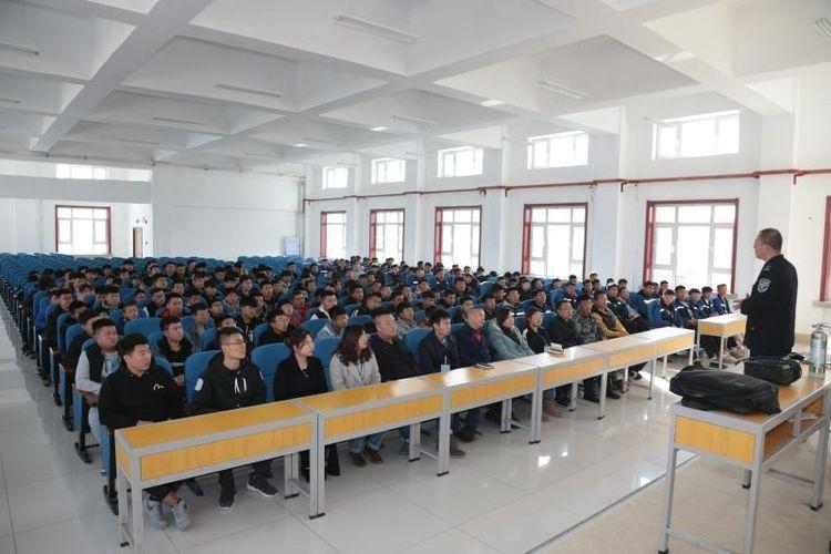 """哈尔滨电力铁道工程学校举行""""消防安全、人人有责""""消防安全讲座"""