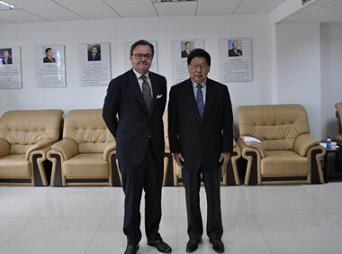 Zheng Wantong, Vice-Chairman of the 11th National Committee of CPPCC and President of CICPMC Meets with Karl-Henrik Sundstrom, Chairman of Stora Enso