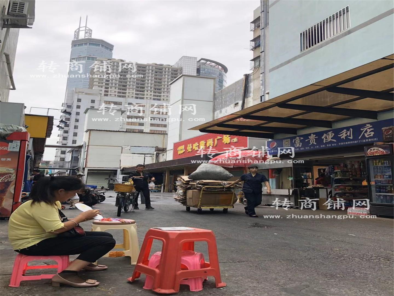 华强北地铁口美食街便利店空转