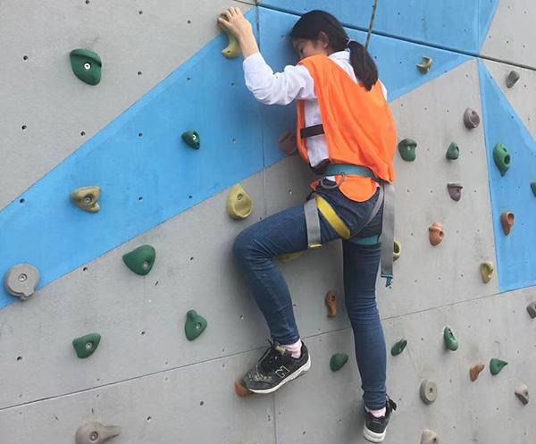 徒手攀岩的技巧与方法