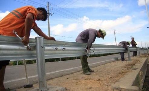 波形护栏立柱的安装方法