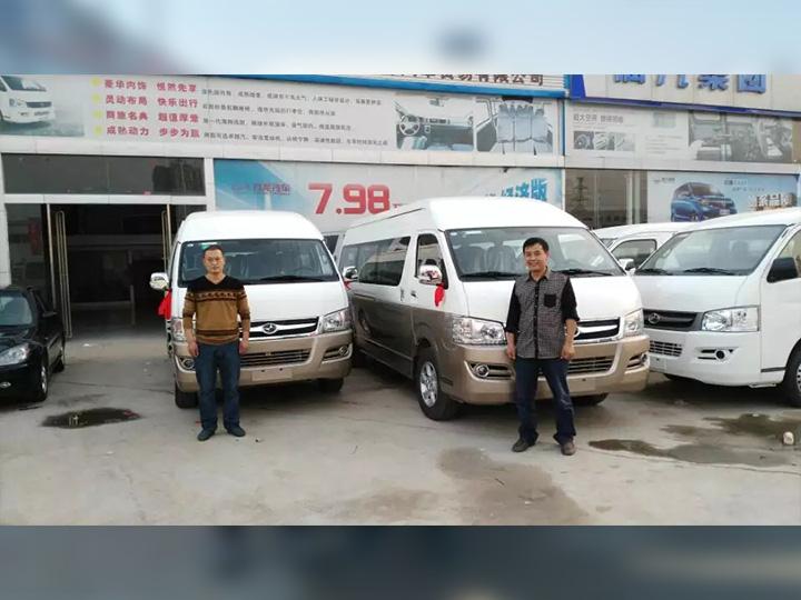 客户喜提2台九龙A6商务车