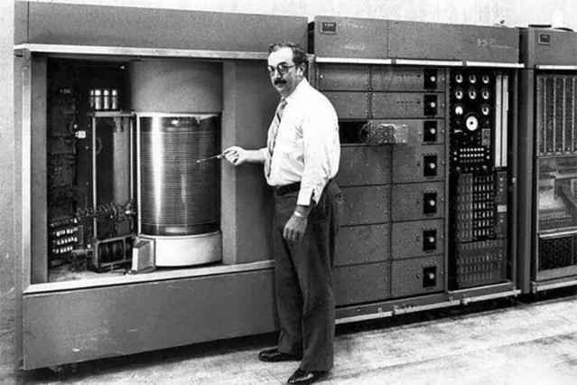 从巨型硬盘到SSD,宏旺半导体带你了解硬盘发展史