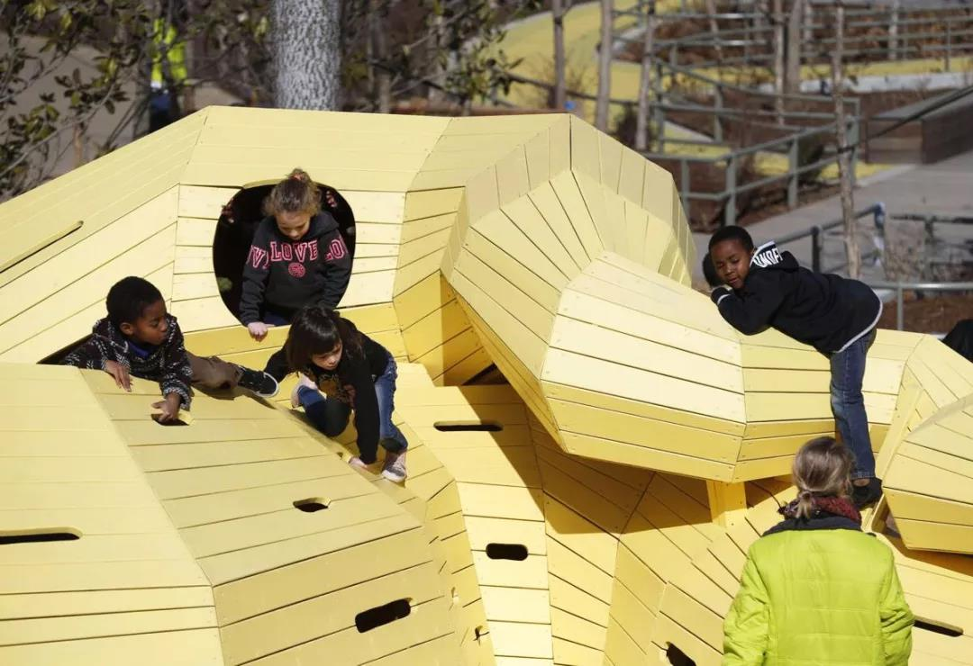 美国塔尔萨市中央公园Gathering Place Park景观设计大奖收割机