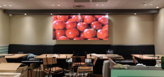 上海某餐厅,49寸LG拼接屏双边拼缝3.5mm竖屏拼接1x4