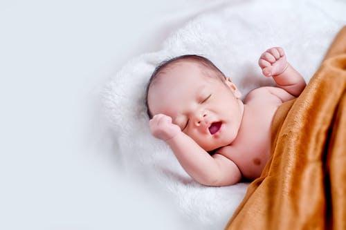 冬季宝宝生病发烧,家庭科学护理很重要,别急中生乱 ~