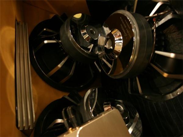功放在车尾箱的创意安装『澳』
